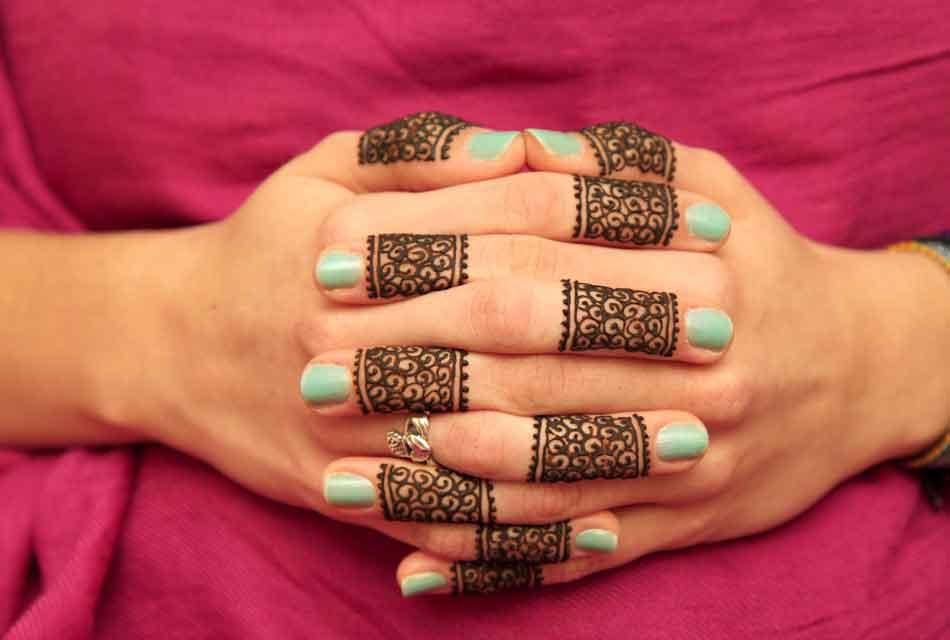 moroccan henna fingers
